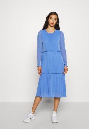 HUMAKKI 0018 - Pletené šaty - blue moon