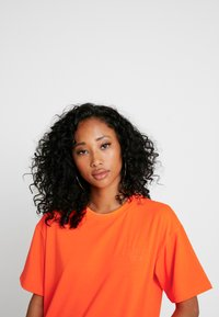 Moves - ZILVA - T-shirts - neon orange - 3