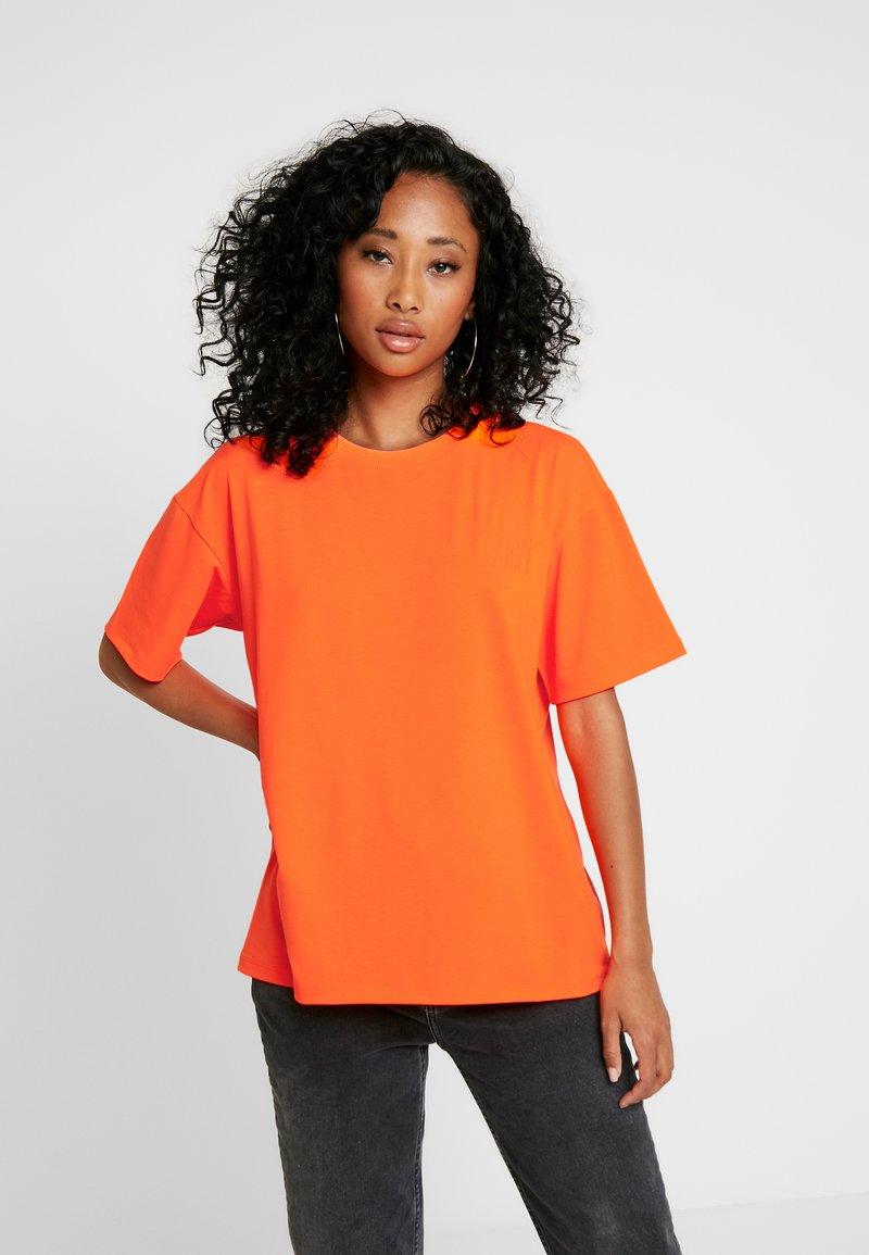 Moves - ZILVA - T-paita - neon orange