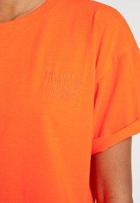 Moves - ZILVA - T-shirts - neon orange - 5