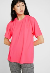 Moves - ZILVA - Basic T-shirt - neon pink - 0