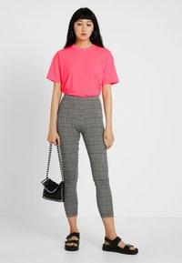 Moves - ZILVA - Basic T-shirt - neon pink - 1