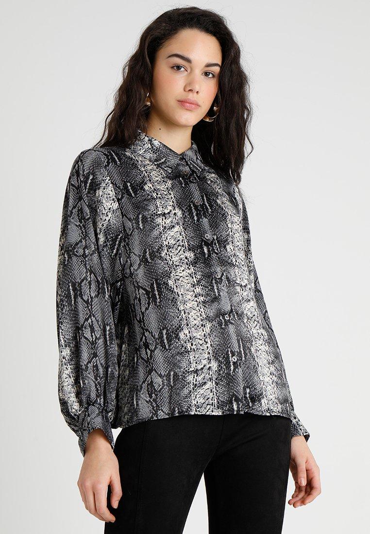 Moves - HINOA - Camisa - black