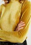 Moves - OLAJA - Top sdlouhým rukávem - burnished gold