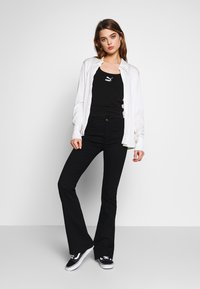 Moves - HANNIA - Flared Jeans - black - 1