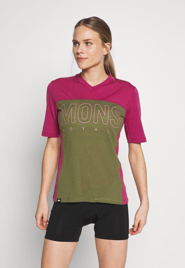 PHOENIX ENDURO - Print T-shirt - khaki/rose