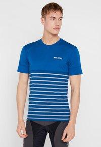 Mons Royale - CADENCE  - Printtipaita - oily blue - 0