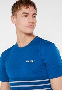 Mons Royale - CADENCE  - Printtipaita - oily blue - 3