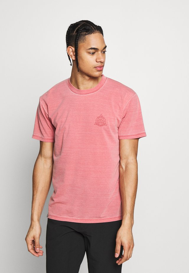 ICON DYED - T-shirt con stampa - vintage red