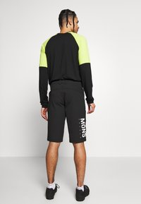 Mons Royale - MOMENTUM BIKE SHORTS - Outdoor shorts - black - 2