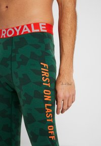 Mons Royale - SHAUN OFF LEGGING - Långkalsonger - pine - 4