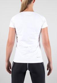 MOROTAI - Print T-shirt - white/black - 2
