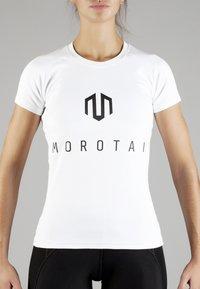 MOROTAI - Print T-shirt - white/black - 1