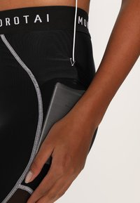 MOROTAI - PERFORMANCE DUAL - Leggings - black - 3