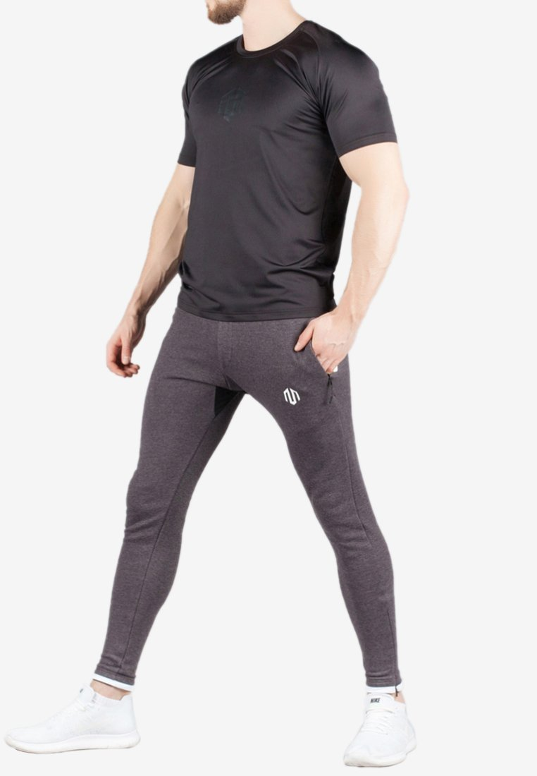 MOROTAI - ENDURANCE - Print T-shirt - black