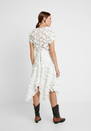 THE GARDEN PARTY DRESS - Vestido de cóctel - white