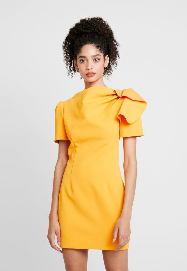 THE HOUR DRESS - Etui-jurk - citrus