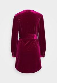Mossman - THE JAGGER MINI DRESS - Vestito elegante - berry - 1