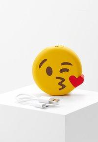 mojipower - KISSING WINKEXTERNAL BATTERY - Power bank - yellow - 4