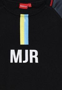 Monta Juniors - FELIPE - T-shirt z nadrukiem - black - 4