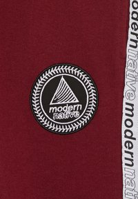 Modern Native - LOOPBACK WITH TAPING AND LOGO - Verryttelyhousut - burgundy - 4