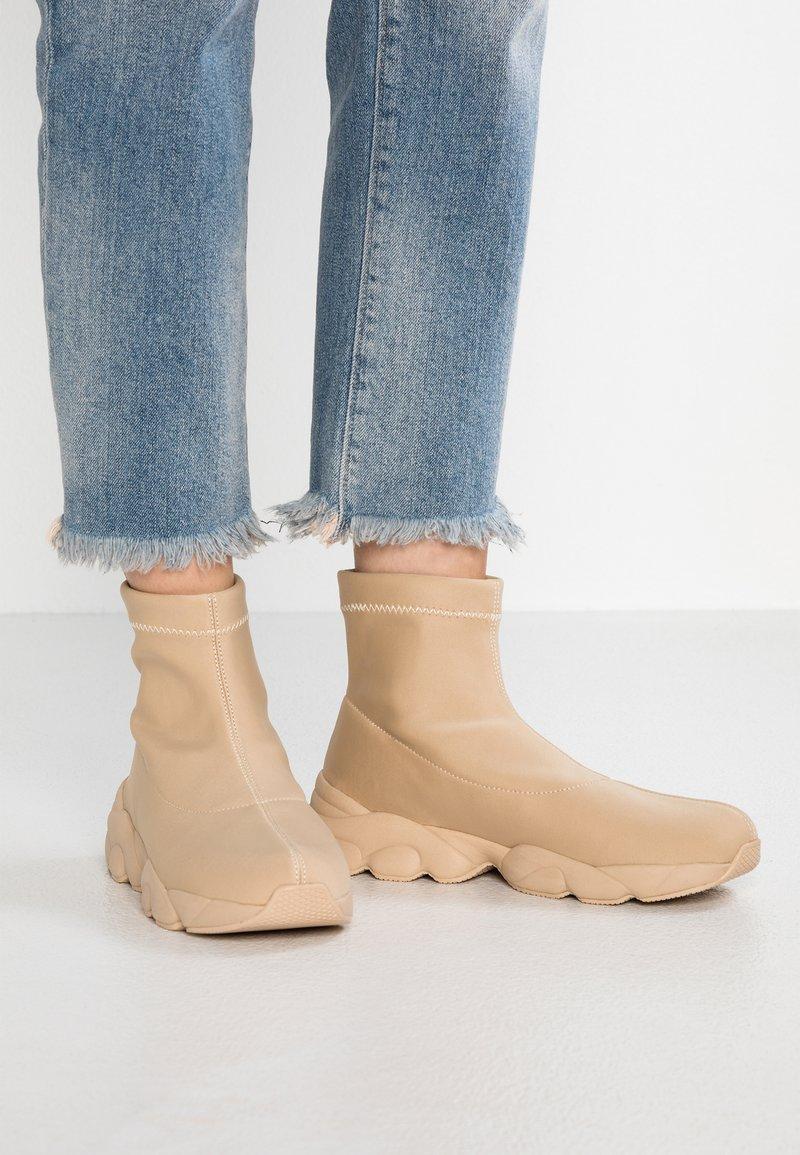 Monki - LOULOU UNIQUE - Sneakers high - beige