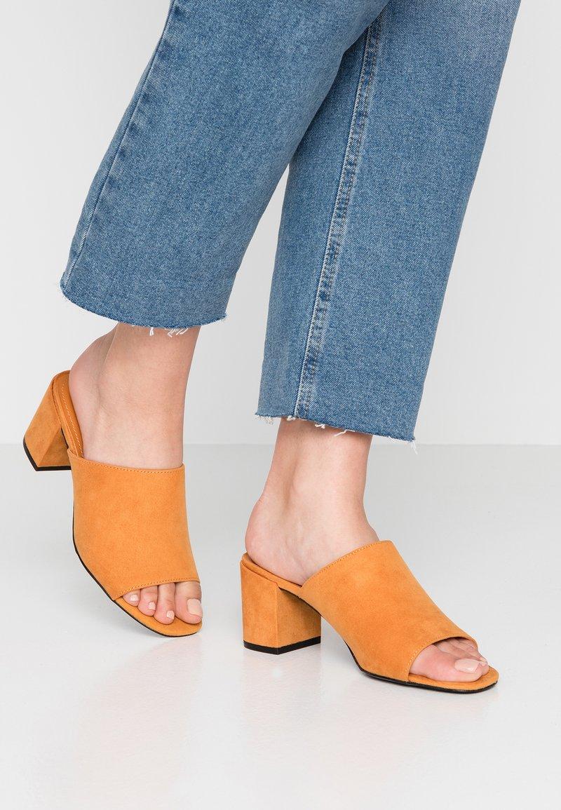 Monki - SARAH - Heeled mules - orange