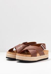 Monki - JANNIKE - Sandalias con plataforma - brown - 4