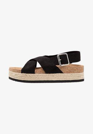 JANNIKE - Sandalias con plataforma - black