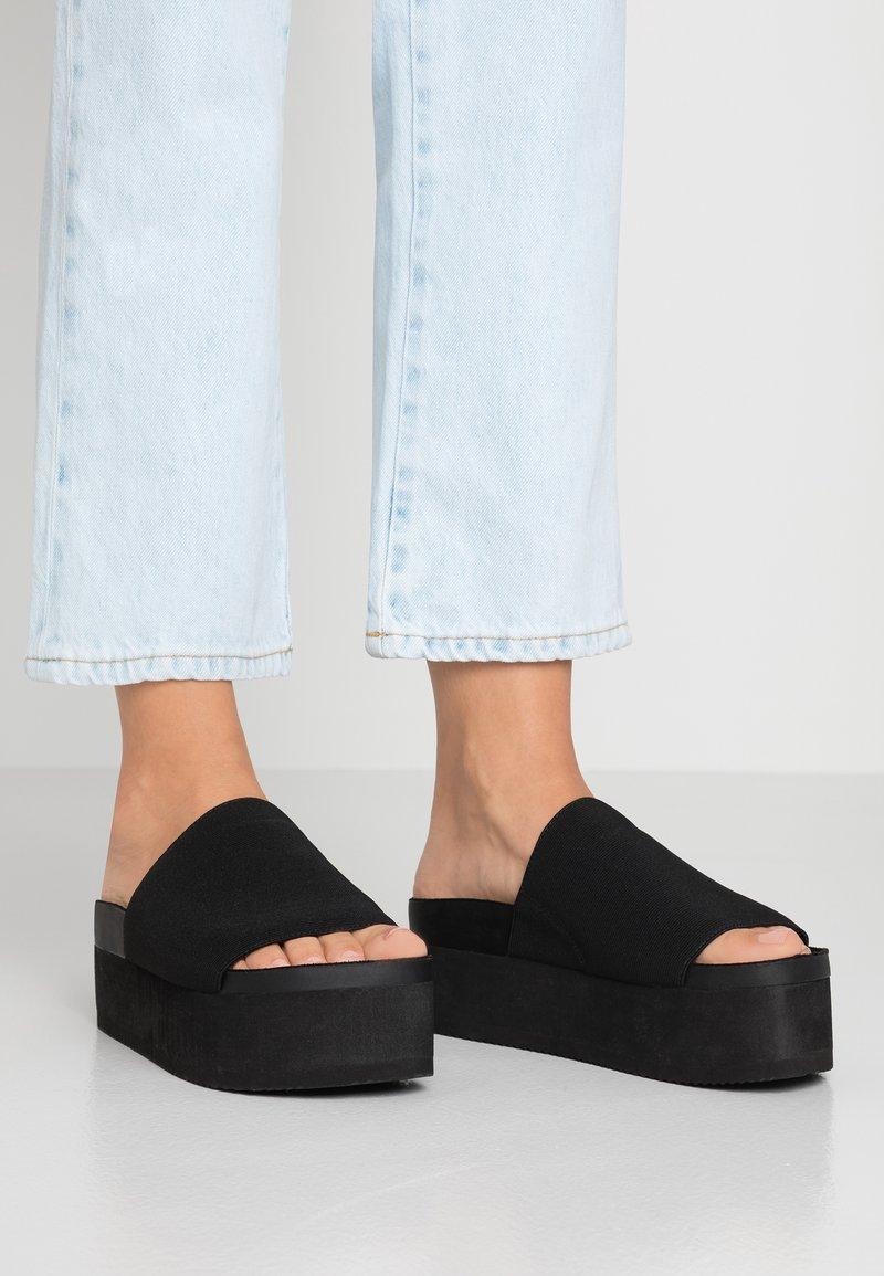 Monki - NORMA - Pantolette hoch - black