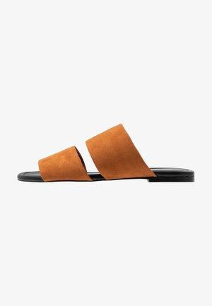HANNA - Pantofle - brown