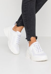 Monki - RITVA UNIQUE - Trainers - white - 0