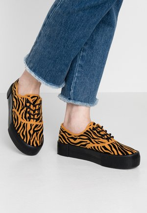 KENDRA SHOE UNIQUE - Sneakers - orange