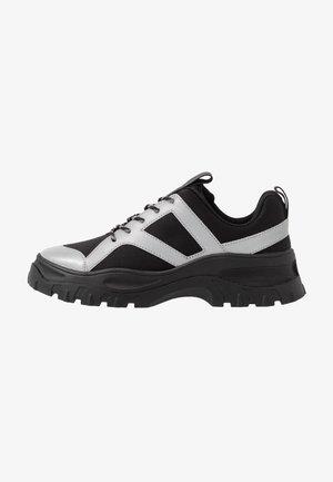 HEDVIG - Sneakers basse - black/silver