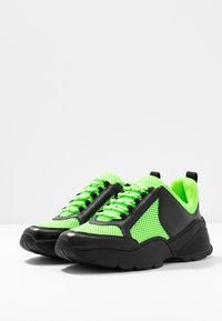 Monki - RITVA - Joggesko - black/green - 4