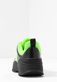 Monki - RITVA - Joggesko - black/green - 5