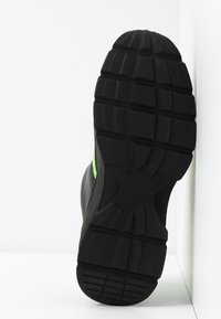 Monki - RITVA - Joggesko - black/green - 6