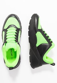 Monki - RITVA - Joggesko - black/green - 3