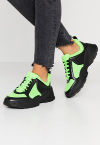 Monki - RITVA - Joggesko - black/green - 0