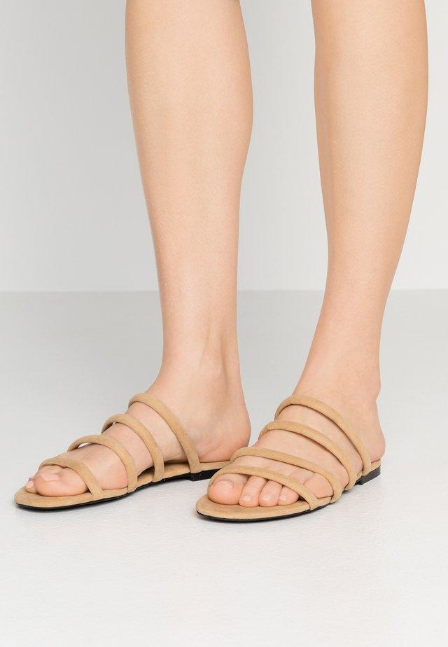 SIENNA UNIQUE - Pantolette flach - beige