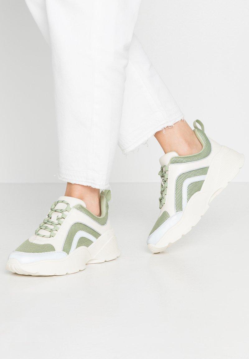 Monki - RITVA - Baskets basses - green/white