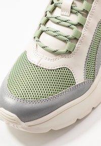 Monki - RITVA - Baskets basses - green/white - 2