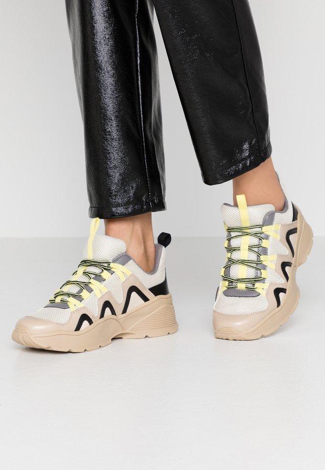 VEGAN SONIA - Sneakers - beige