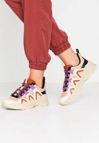 Monki - VEGAN SONIA - Baskets basses - beige/lilac - 0