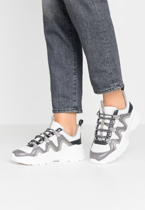 VEGAN SONIA - Baskets basses - grey