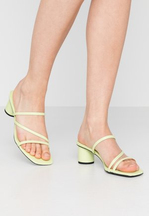AGNES  - Heeled mules - lime
