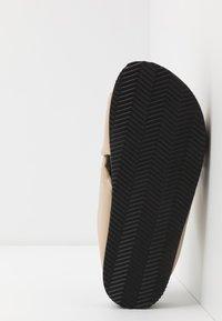 Monki - BELLA  - Pantofle - beige - 6