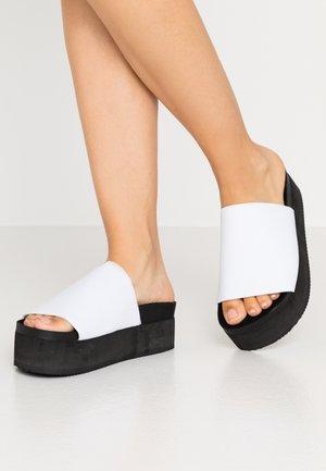 NORMA  - Pantofle na podpatku - white