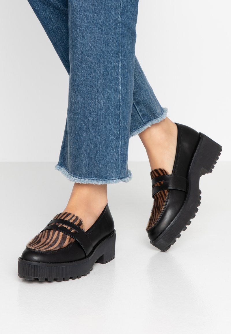Monki - LUCY LOAFER - Nazouvací boty - black/brown