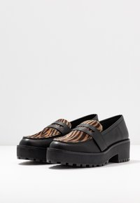 Monki - LUCY LOAFER - Nazouvací boty - black/brown - 4